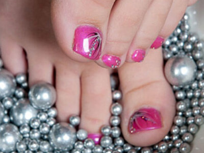 Gel toe nails in pink with sparkling art